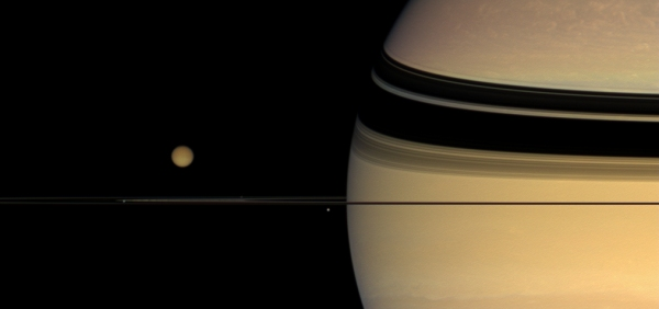 Saturno y Titán. Fuente: NASA/JPL/Space Science Institute