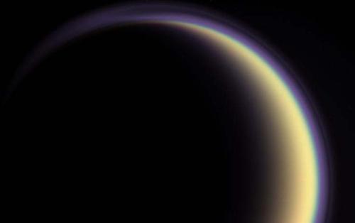 Contorno de Titán. Fuente: NASA/JPL/Space Science Institute