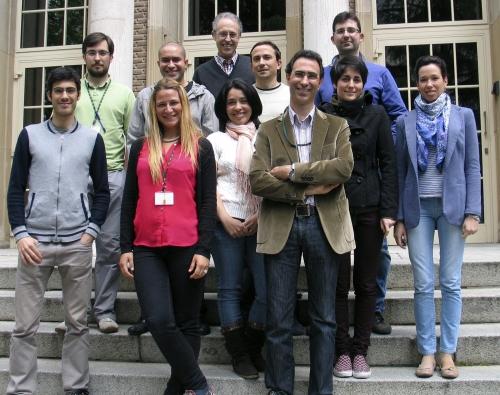 """Foto 1: imagen del grupo dirigido por Juan A. Hermoso del Instituto de Química‐Física """"Rocasolano""""."""